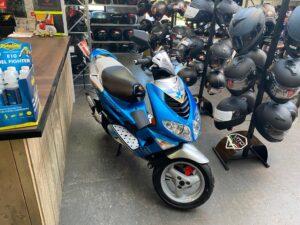 Op uw nieuwe scooter Groningen verkennen
